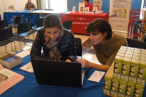 CUB Outreach Director, Sarah, shows new intern Samantha how to sign people up for CUBEnergySaver.com.
